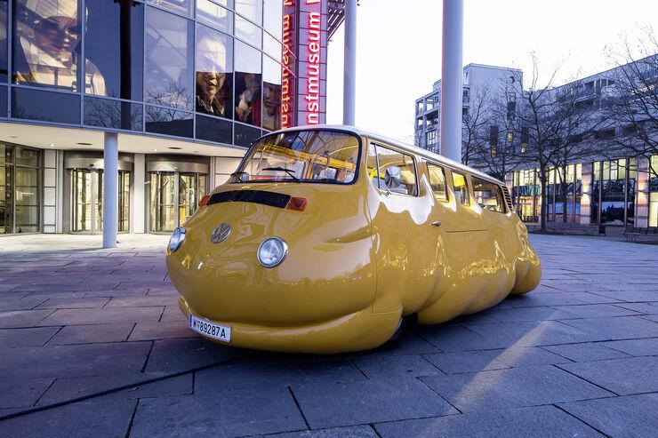 Auszubildende bauen Volkswagen Bulli zum Kunstwerk um