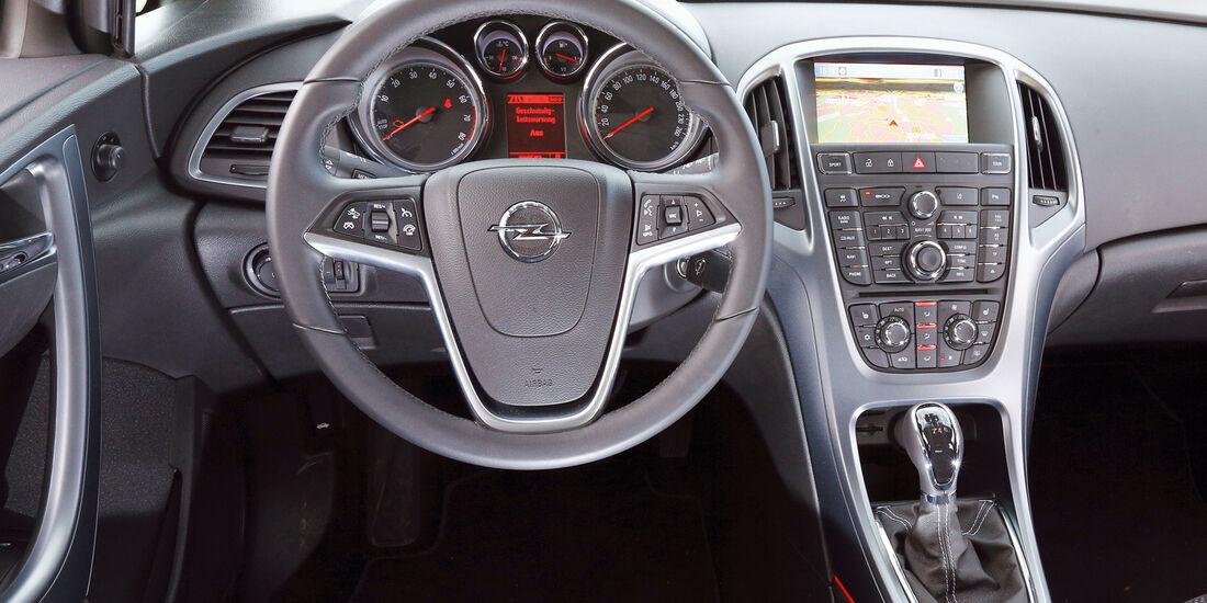 Opel Astra, Lenkrad, Cockpit