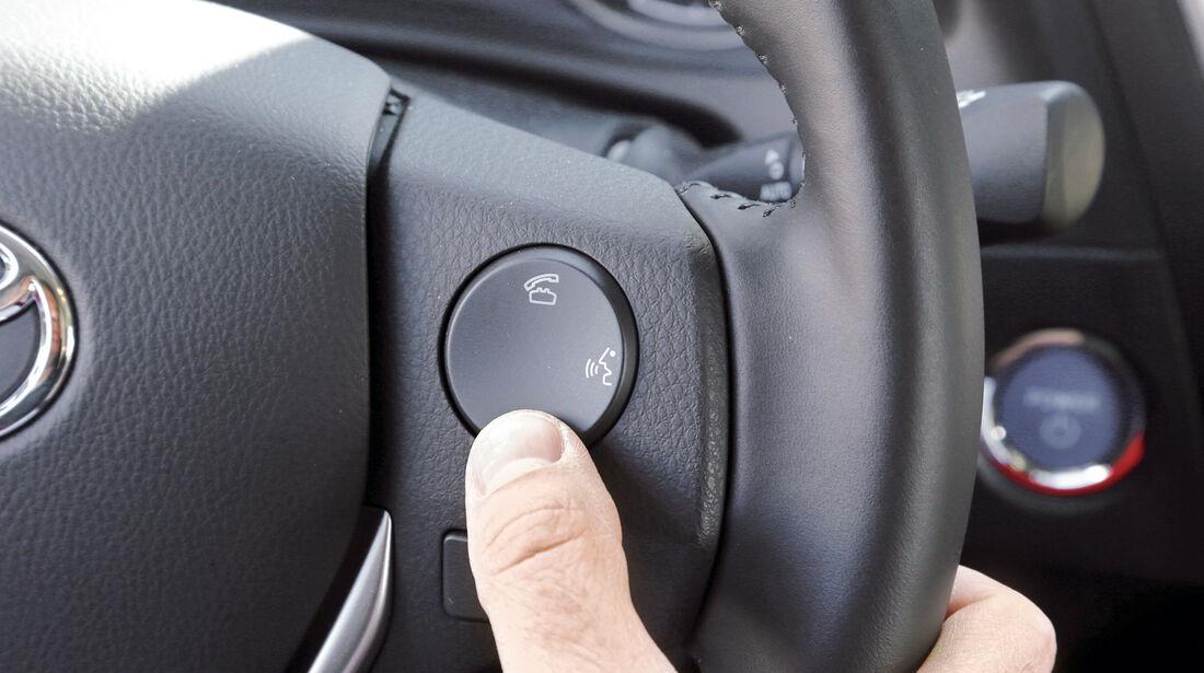 Toyota Auris, Sprachbedienung, Lenkrad