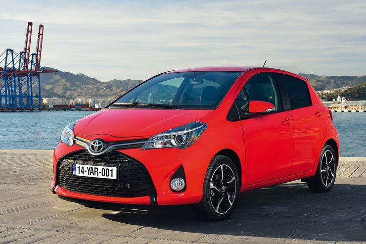 Toyota yaris modellpflege neues design trift neues for Interieur yaris 2
