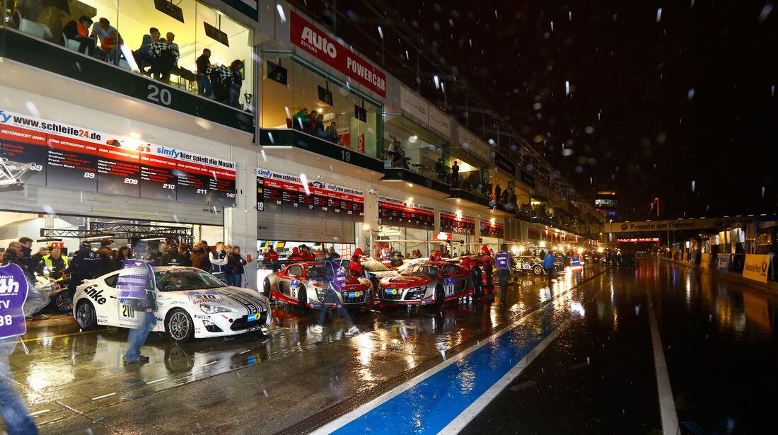 24h-Nürburgring, Boxengasse, Nacht
