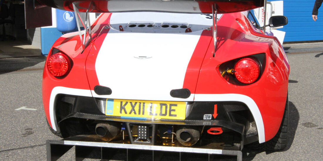 24h Rennen Nürburgring 2011 Aston Martin