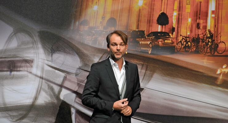 Adrian van Hooydonk, Porträt, Vortrag