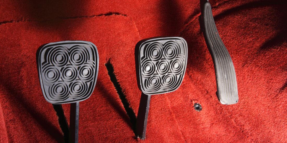 Alfa Romeo 2000 S Vignale-Coupé (1958), Pedale
