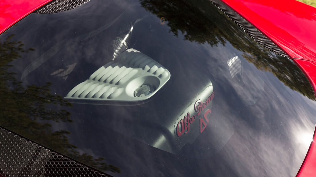 Alfa Romeo 4C, Motorhaube