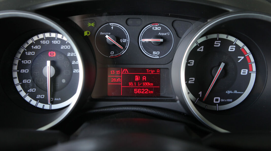 Alfa Romeo Giulietta 1.4 TB 16V, Tacho, Anzeigeinstrumente, Detail