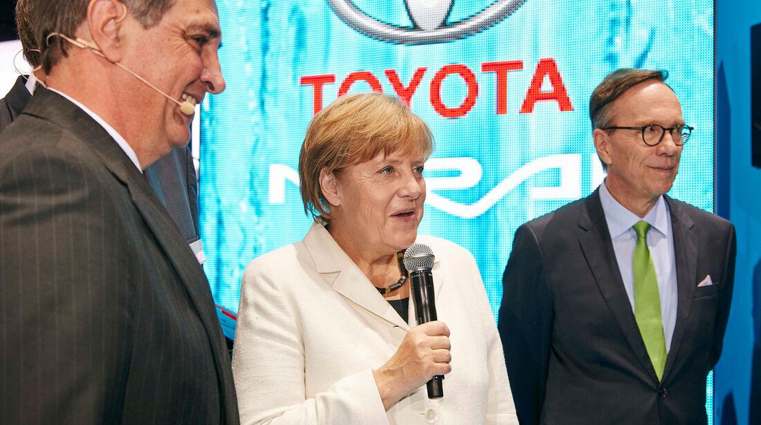Angela Merkel IAA 2015 Toyota