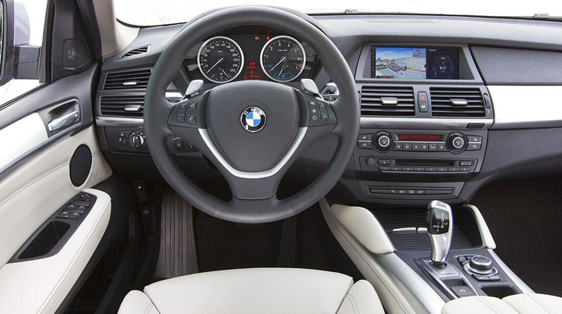 Armaturenbrett und Lenkrad des BMW Active Hybrid X6