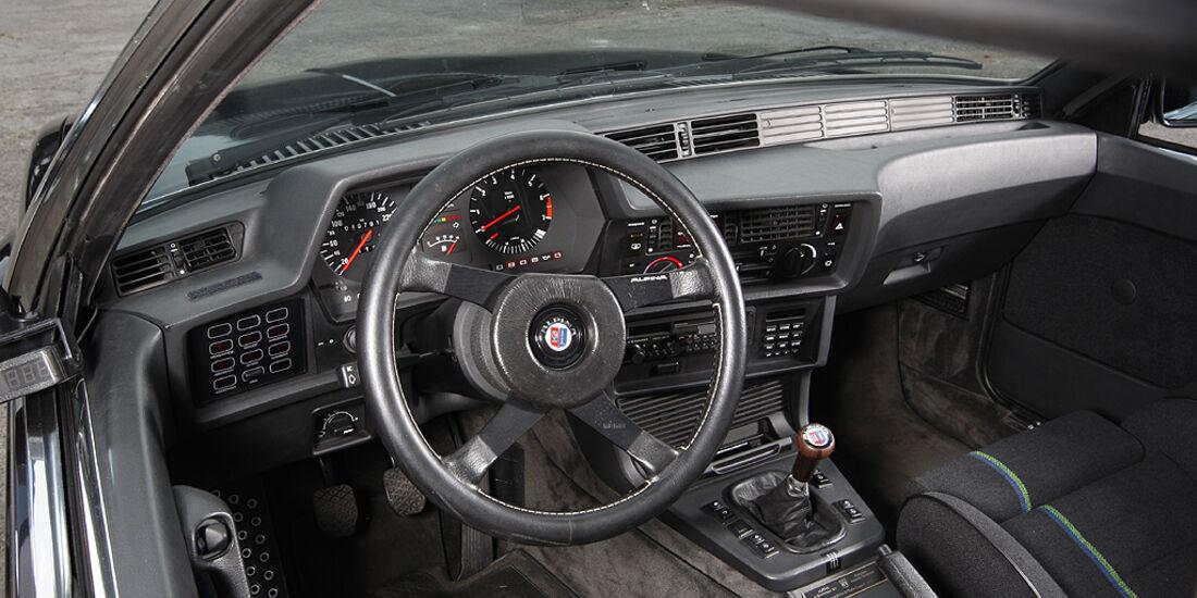 Armaturenbrett und Lenkrad im BMW Alpina B7