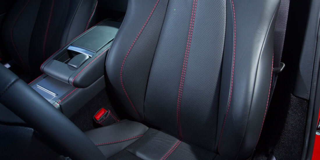 Aston Martin V8 Vantage, Fahrersitz