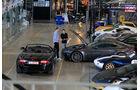 Aston Martin V8 Vantage, Jaguar XKR, Verkaufsraum