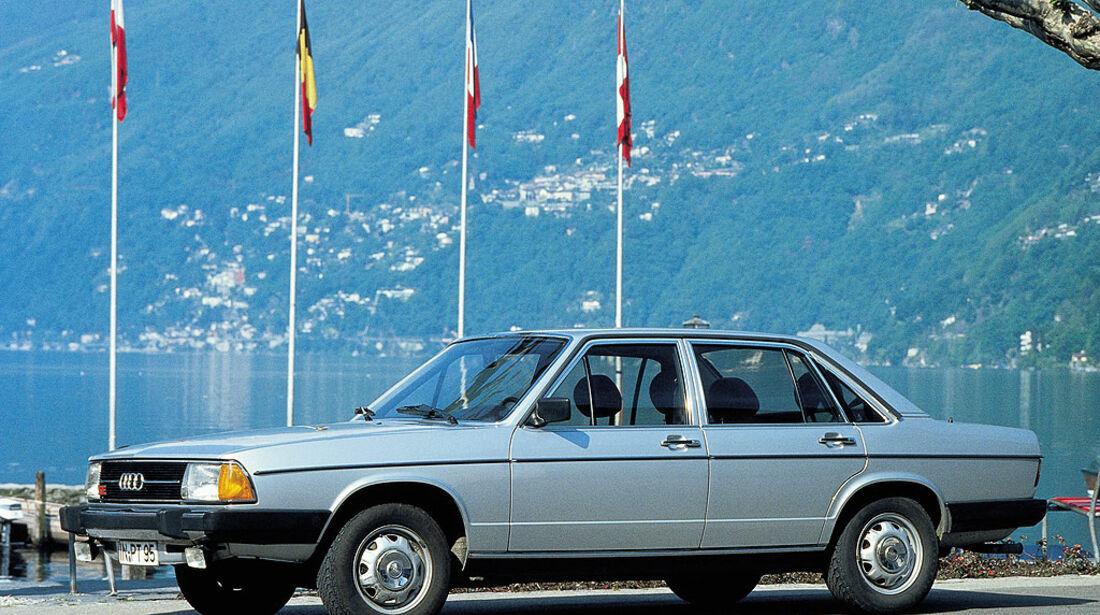 Audi 100 von 1977.