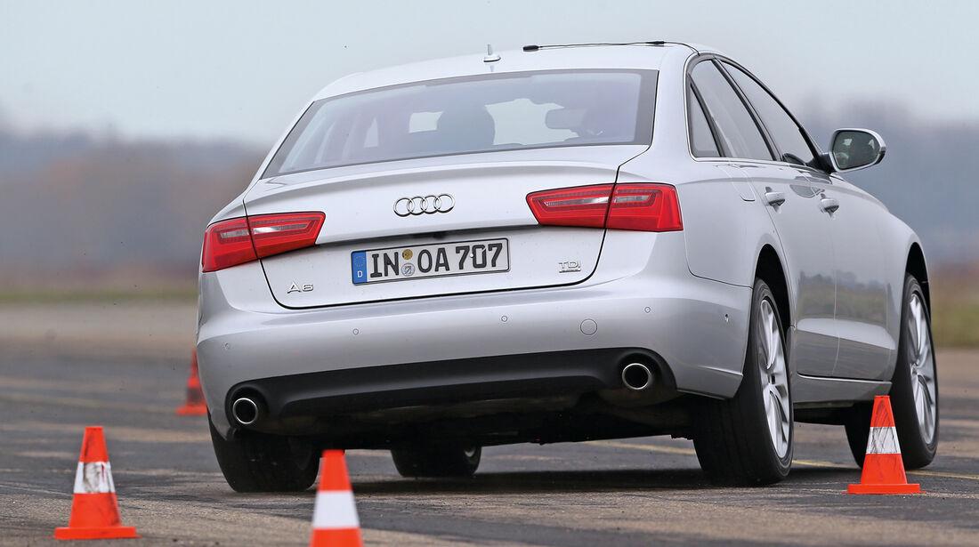 Audi A6, Heckansicht, Slalom