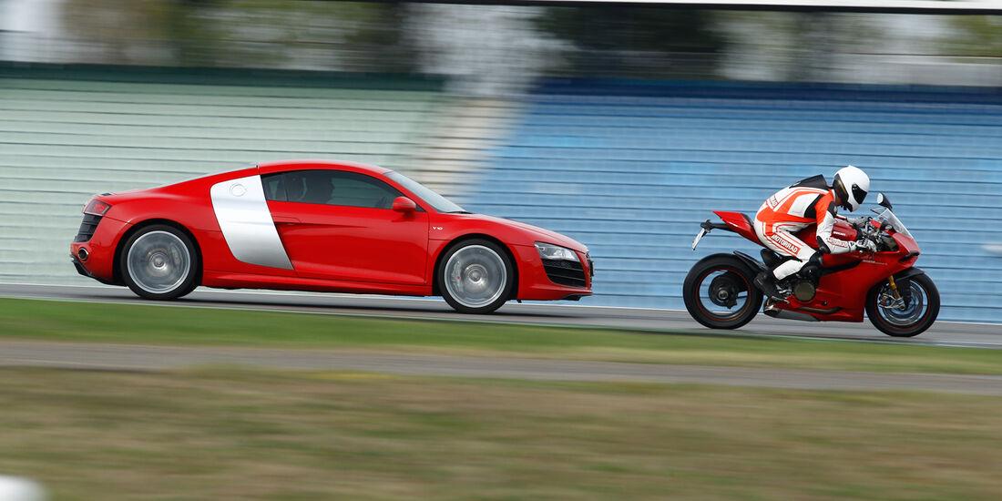 Audi R8 5.2 FSI, Ducati 1199 Panigale S, Seitenansicht