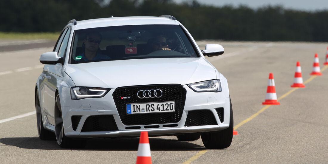 Audi RS4 Avant, Frontansicht, Slalom