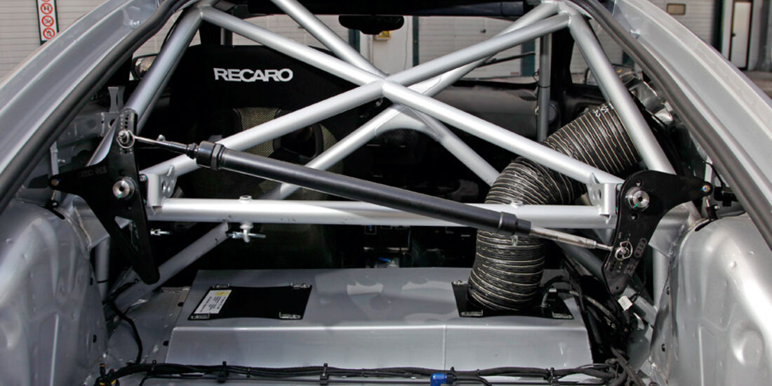 Audi TT RS, Überrollkäfig