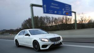 Autobahn-Reise, Mercedes S63 AMG, Seitenansicht