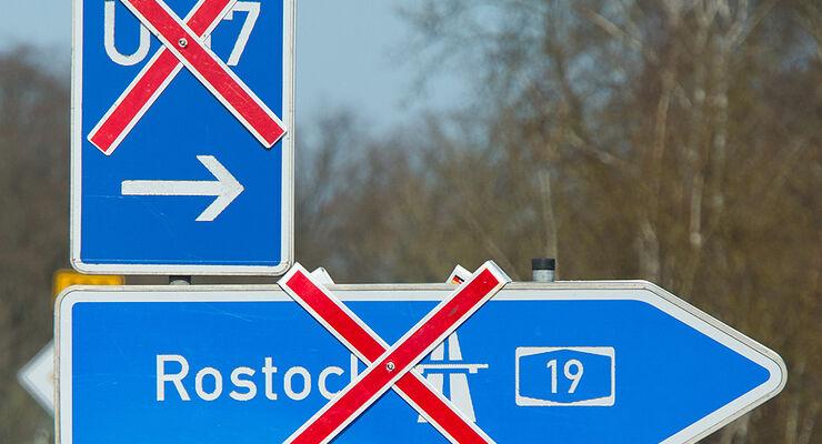 Autobahnschild, A19, Rostock, Sperrung, Unfall