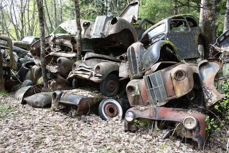 Autofriedhof Bästnäs, Wagenstapel