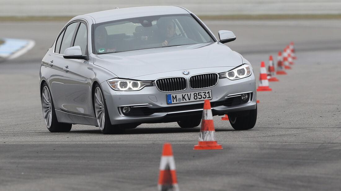 BMW 328i, Frontansicht, Slalom