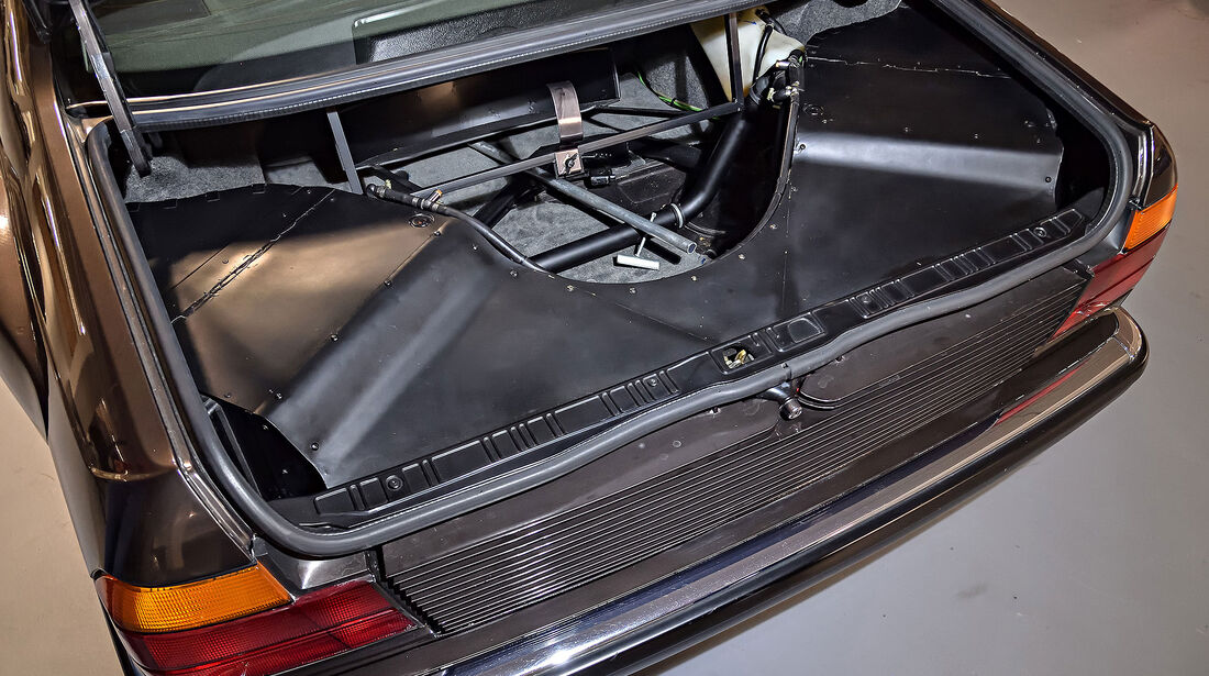 BMW 7er E32 V16 Goldfish