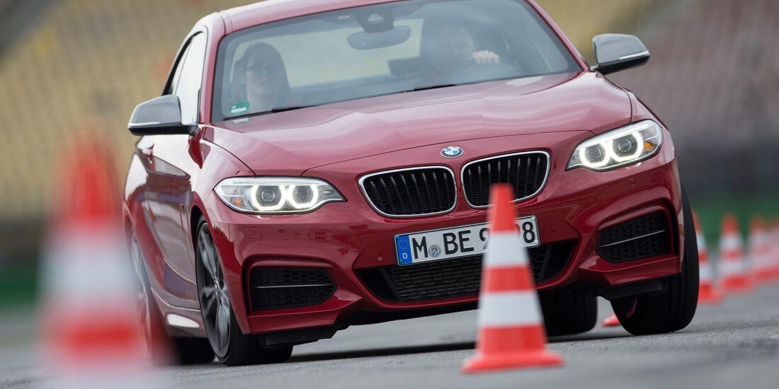 BMW M235i, Frontansicht, Slalom
