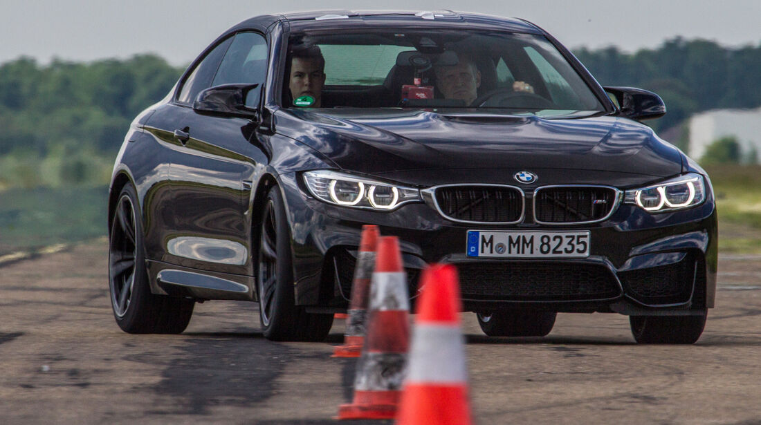 BMW M4, Frontansicht, Slalom