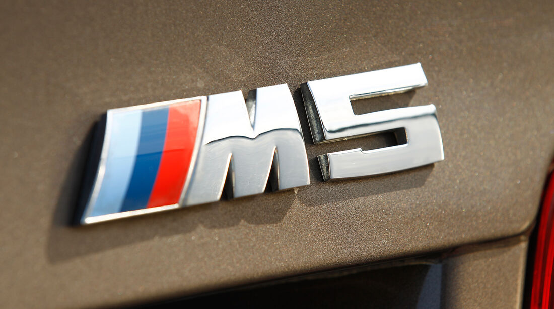 BMW M5, Emblem, Typenbezeichnung