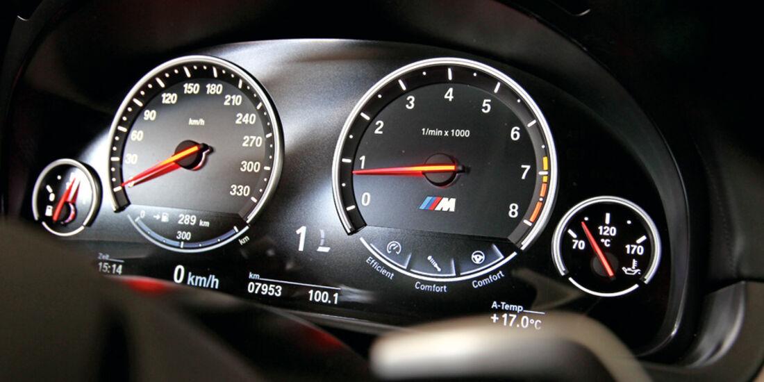 BMW M5, Rundinstrumente