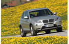 BMW X3 x-Drive 30d, Frontansicht, Wiese, Überlandfahrt