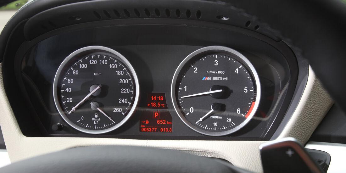 BMW X5 M50d, Rundelemente, Tacho
