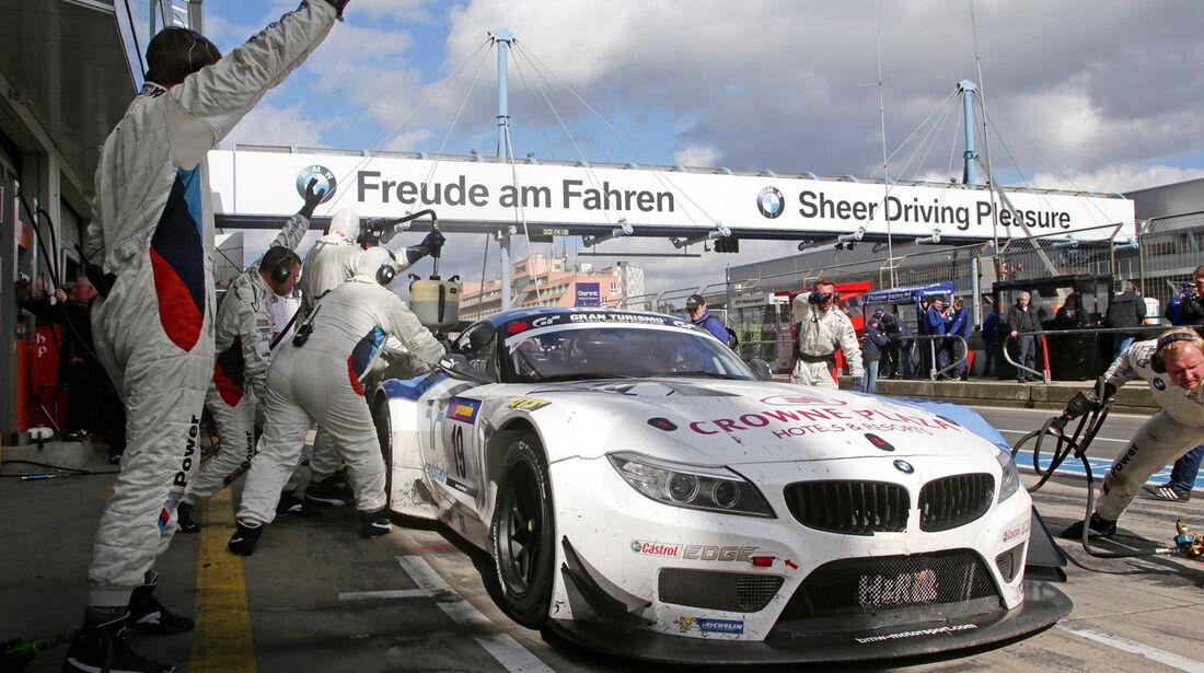 BMW Z4, Boxengasse