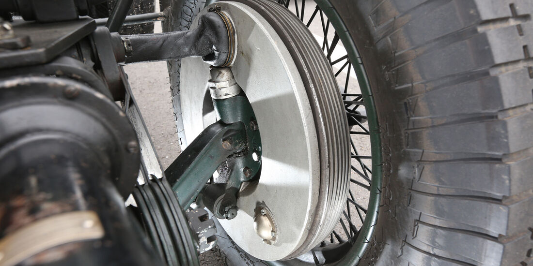 Bentley 4,5 Litre Blower, Radaufhängung
