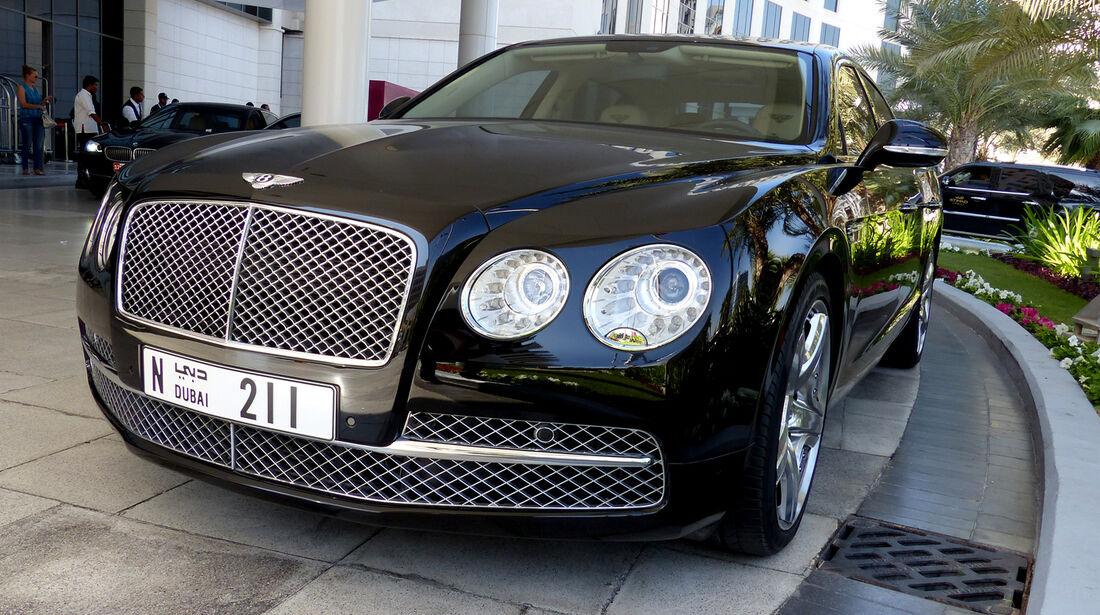 Bentley Flying Spur - F1 Abu Dhabi 2014 - Carspotting