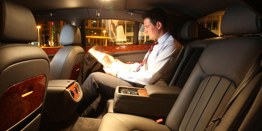 Bentley Mulsanne, Rücksitz, bei Nacht, Mitfahrer