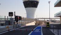 Boxeneinfahrt - Formel 1 - GP Abu Dhabi - 01. November 2012