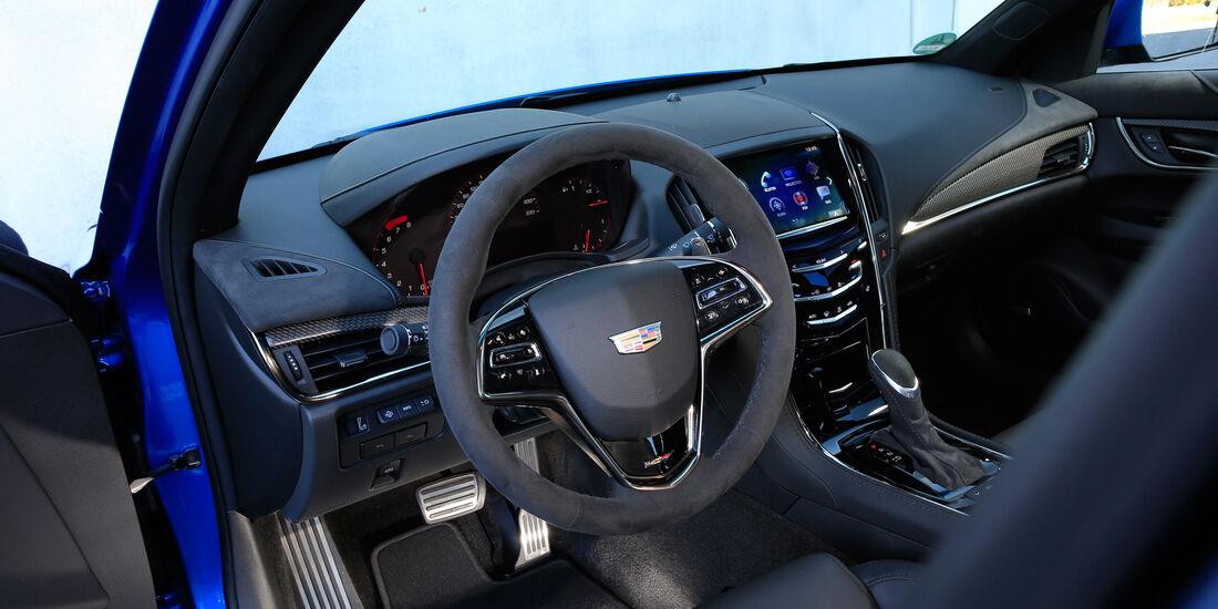 Cadillac ATS-V, Cockpit