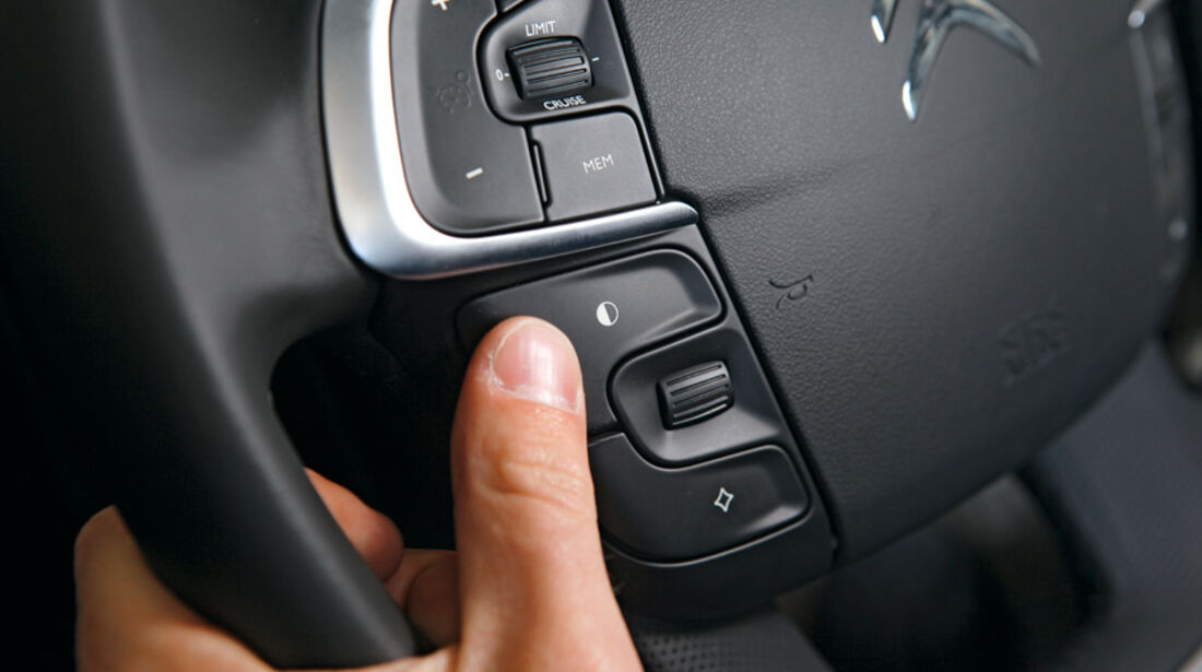 Citoen C4 VTi 120, Lenkrad, Schalter, Detail