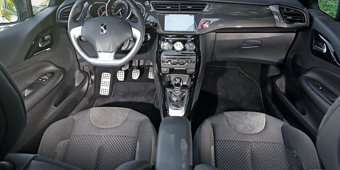 Citroën DS3 THP 155 Cabrio, Cockpit