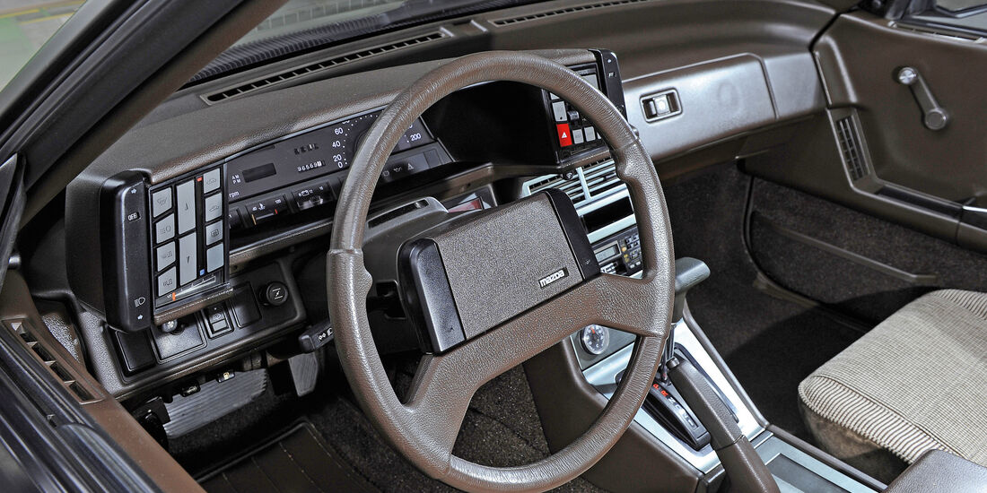 Cockpit 80er Mazda 929 Coupé