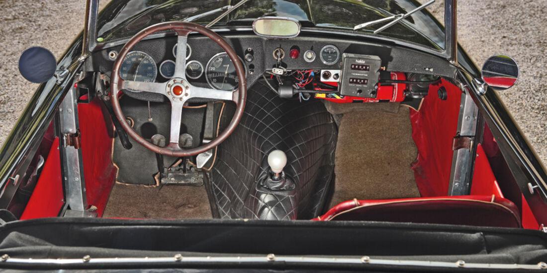 Cockpit mit Armaturenbrett im Siata 208 S