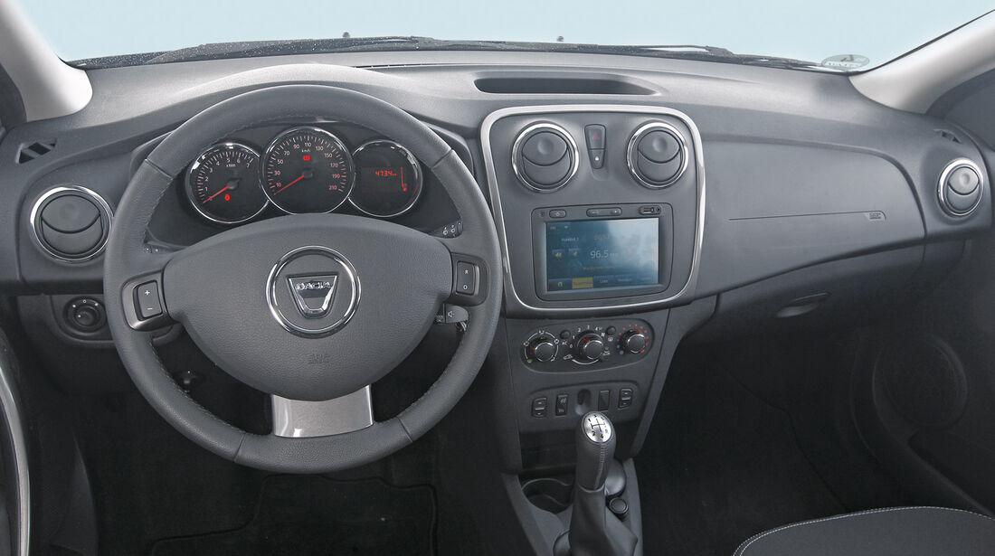 Dacia Sandero TCe 90 Lauréate, Lenkrad, Cockpit