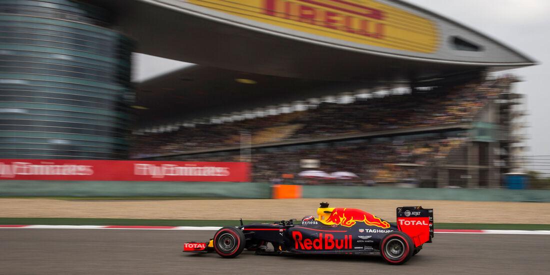 Daniil Kvyat - Red Bull - GP China 2016 - Shanghai - Qualifying - 16.4.2016