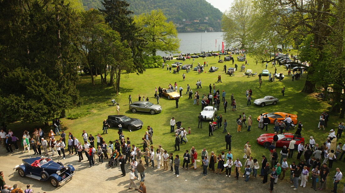Das Ausstellungsgelände der Villa Erba grenzt direkt an den Comer See.