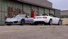 Die Tester: Porsche Turbo Cabrio vs. Mazda MX 5