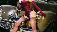 Dita von Teese mit Chrysler New Yorker