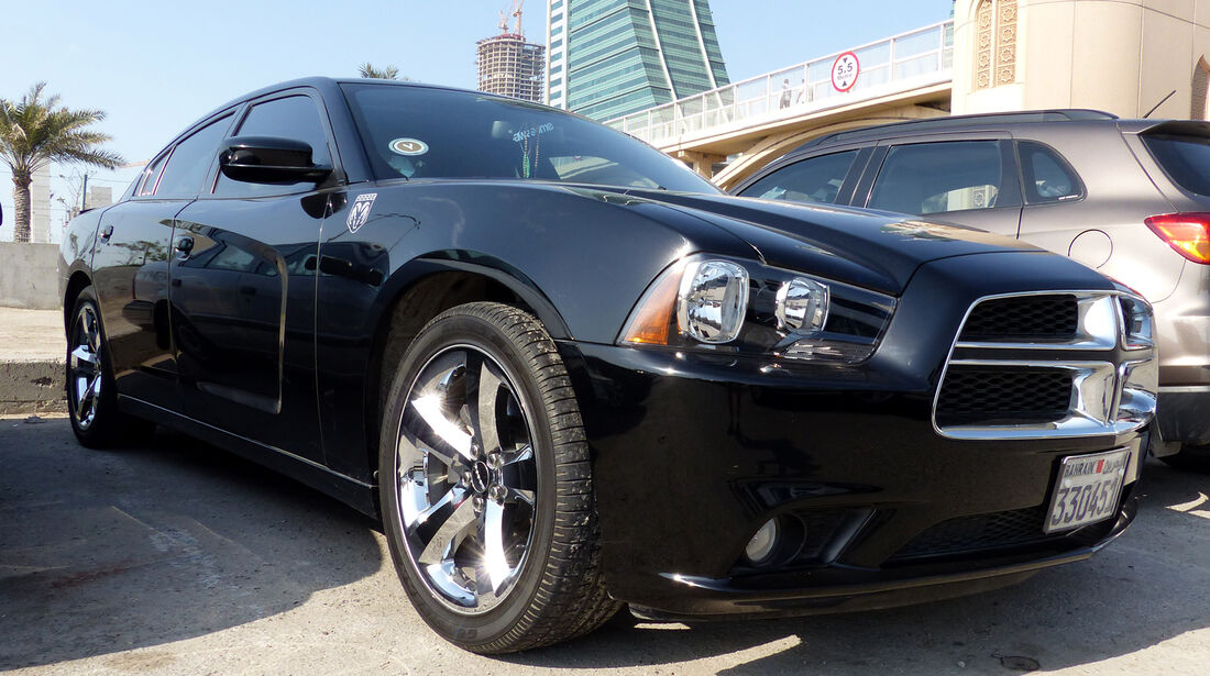 Dodge Charger - Carspotting Bahrain 2014