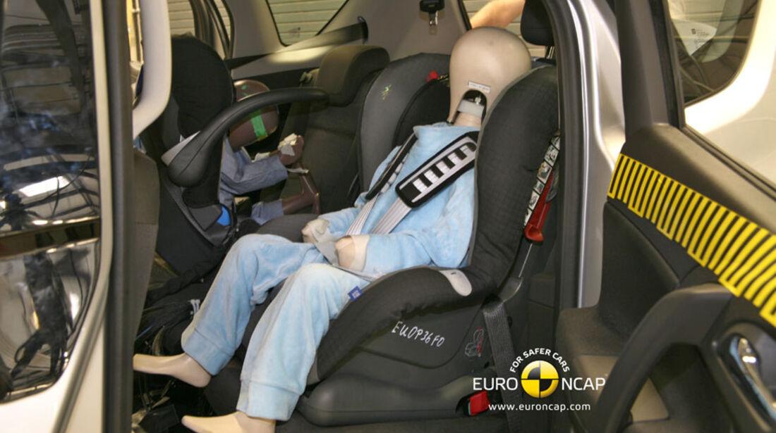 EuroNCAP-Crashtest, Opel Meriva, Kindersitz-Crashtest
