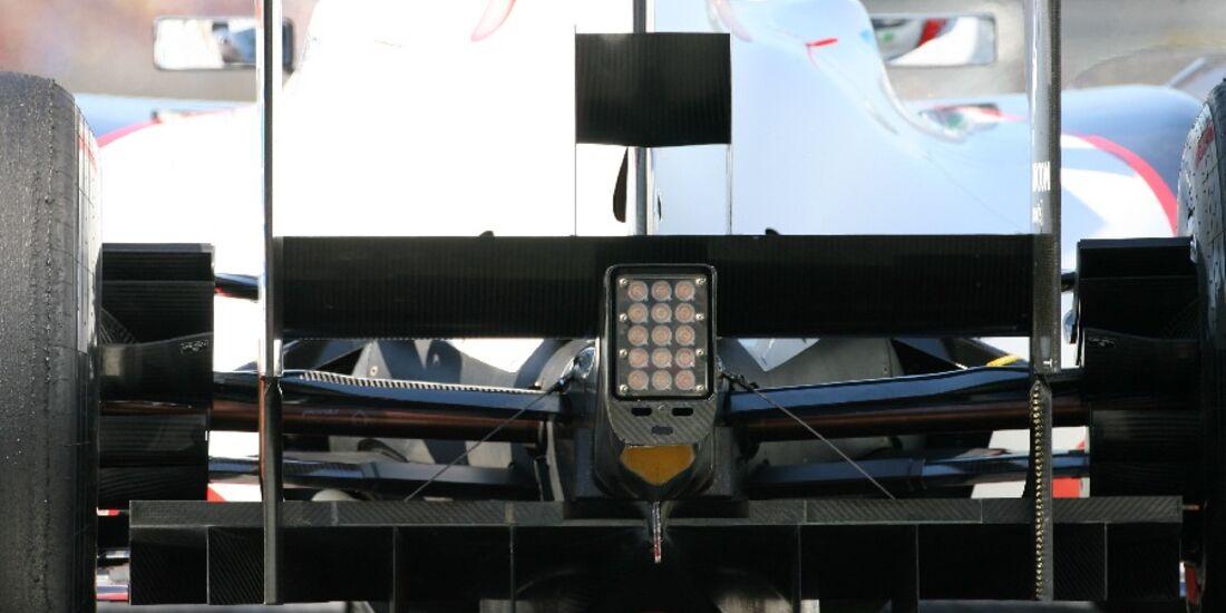 F1-Technik 2011 - Auspuff Sauber