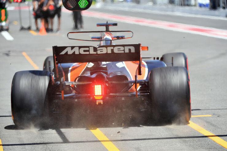 https://imgr2.auto-motor-und-sport.de/Fernando-Alonso-McLaren-Honda-Formel-1-GP-Aseerbaidschan-2017-Training-Freitag-23-6-2017-fotoshowBig-10ec2c97-1098728.jpg